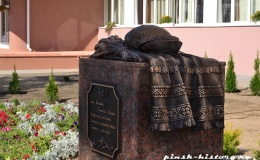 Новая достопримечательность Пинска - памятник хлебу