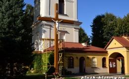 У костела Успения Девы Марии установлен крест